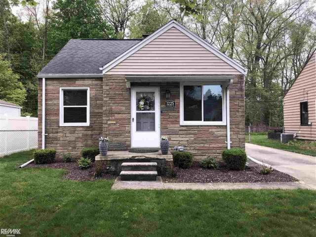 1225 N Alexander Ave, Royal Oak, MI 48067 (#58031380562) :: RE/MAX Nexus