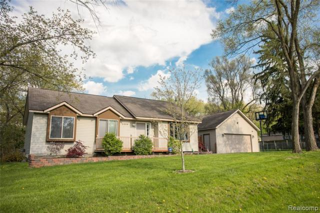 2480 Georgeland Drive, Waterford Twp, MI 48329 (MLS #219047148) :: The Toth Team