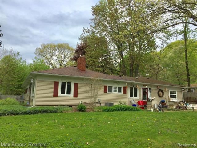 8130 Woodside Drive, Independence Twp, MI 48348 (MLS #219047940) :: The Toth Team