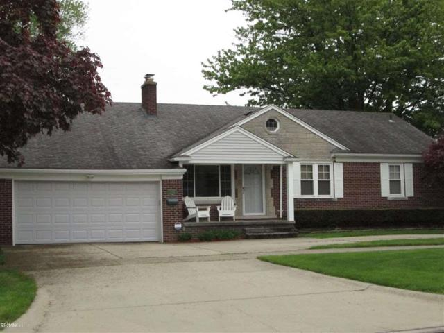 21120 E 12 MILE, Saint Clair Shores, MI 48081 (MLS #58031380936) :: The Toth Team