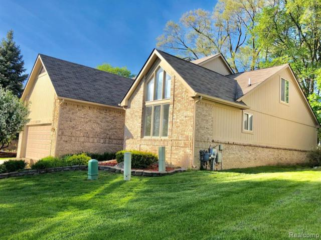 5710 Point Of The Woods Drive, West Bloomfield Twp, MI 48324 (MLS #219049005) :: The Toth Team