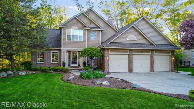 1730 Commerce Pines Circle, Commerce Twp, MI 48390 (MLS #219049112) :: The Toth Team