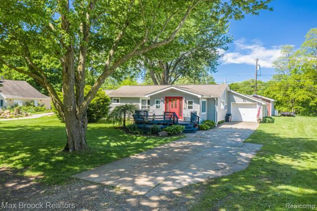 8879 Bridge Lake Road, Springfield Twp, MI 48348 (#219052154) :: The Alex Nugent Team | Real Estate One