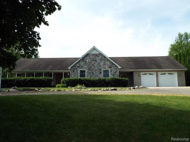887 W Maple Road, Milford Twp, MI 48381 (#219056001) :: The Alex Nugent Team | Real Estate One