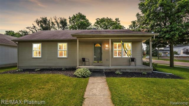 214 E Hamburg, Pinckney Vlg, MI 48169 (#219056291) :: The Mulvihill Group