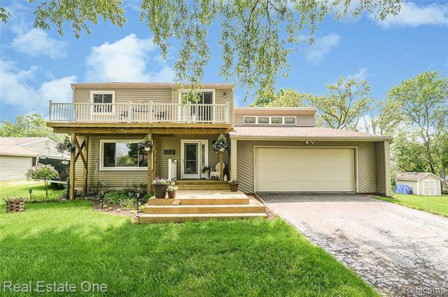 3575 Lakeview Drive, Highland Twp, MI 48356 (MLS #219059081) :: The Toth Team