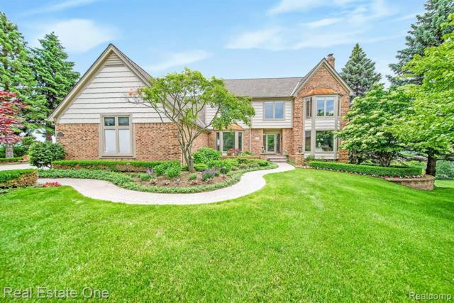 2938 Eagle Court, Rochester Hills, MI 48309 (MLS #219059269) :: The Toth Team