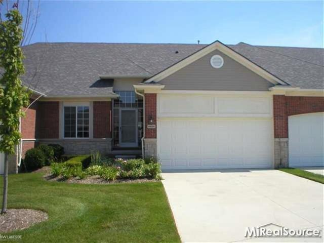 14964 Village Park Circle, Shelby Twp, MI 48315 (#58031384498) :: Alan Brown Group