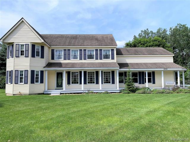 2820 Independence Drive, Brighton Twp, MI 48114 (#219060321) :: The Mulvihill Group
