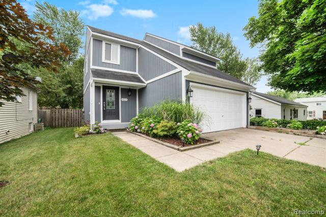 4017 Chenlot Lane, Waterford Twp, MI 48328 (#219060586) :: The Mulvihill Group