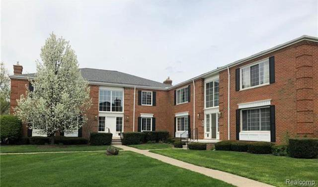 694 E Fox Hills Drive, Bloomfield Twp, MI 48304 (#219061459) :: The Buckley Jolley Real Estate Team
