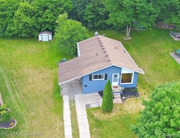 852 Manor Drive, Milford Vlg, MI 48381 (MLS #219065568) :: The Toth Team