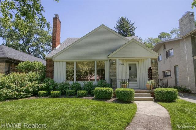25222 Parkwood Drive, Huntington Woods, MI 48070 (MLS #219067103) :: The Toth Team
