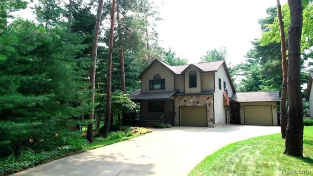 4260 Logans Lane, Commerce Twp, MI 48390 (#219067465) :: RE/MAX Classic