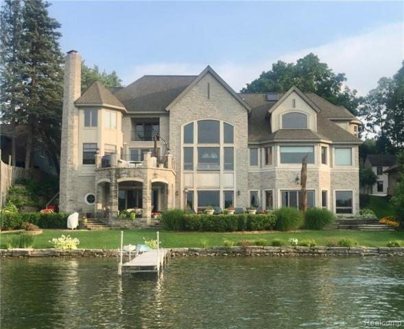 7314 Colony Drive, West Bloomfield Twp, MI 48323 (#219068743) :: RE/MAX Classic