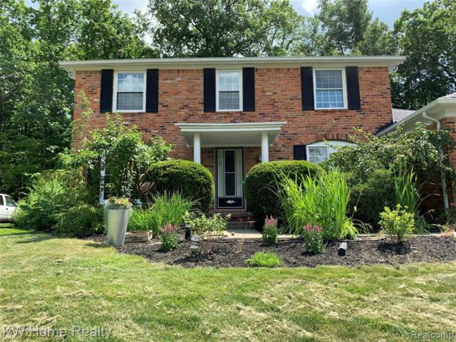 6076 Glen Eagles Drive, West Bloomfield Twp, MI 48323 (#219069327) :: The Mulvihill Group