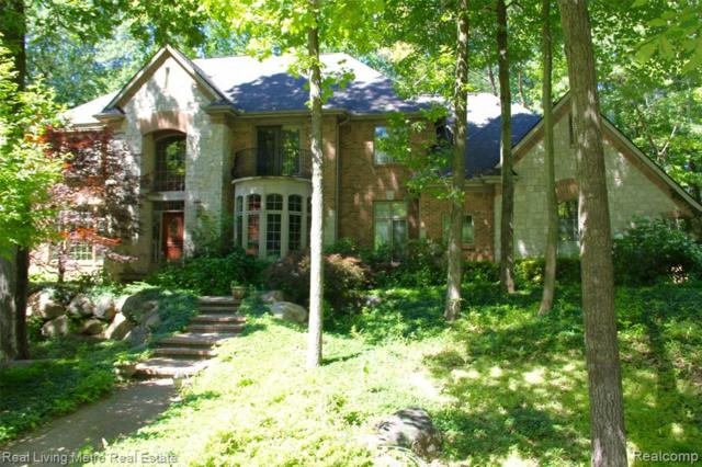 8512 Royal Woods Drive, Independence Twp, MI 48348 (#219069661) :: The Mulvihill Group