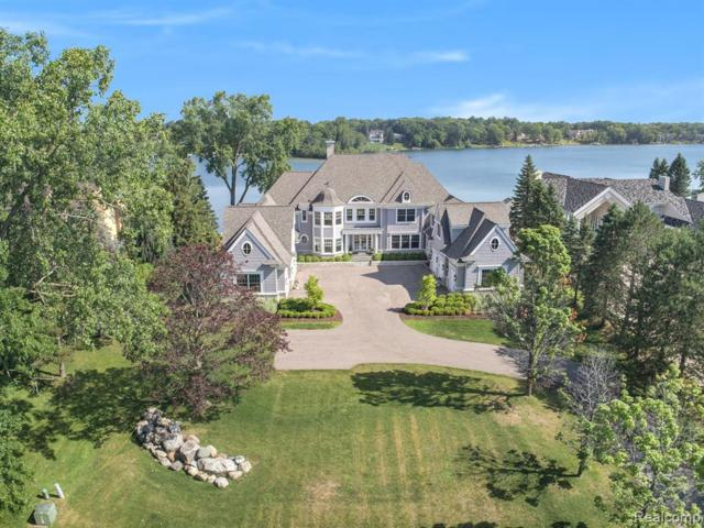 4435 Landing Drive, West Bloomfield Twp, MI 48323 (#219069681) :: The Alex Nugent Team | Real Estate One