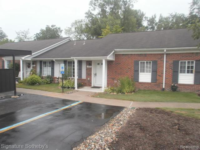 29617 Pendleton Club Drive, Farmington Hills, MI 48336 (#219069846) :: The Buckley Jolley Real Estate Team