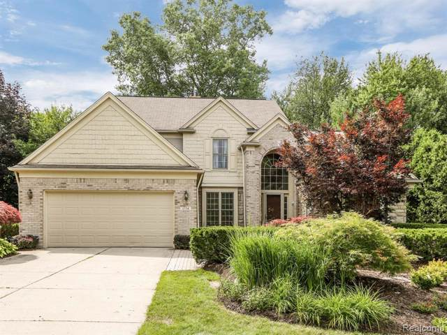 1734 Mountain Ash Drive, West Bloomfield Twp, MI 48324 (#219069884) :: Alan Brown Group