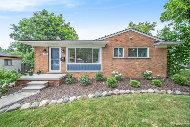 826 Squire Lane, Milford Vlg, MI 48381 (#219069933) :: The Buckley Jolley Real Estate Team