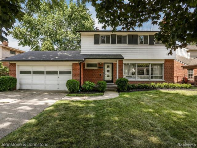 19913 W Doyle Pl, Grosse Pointe Woods, MI 48236 (#219069956) :: The Mulvihill Group