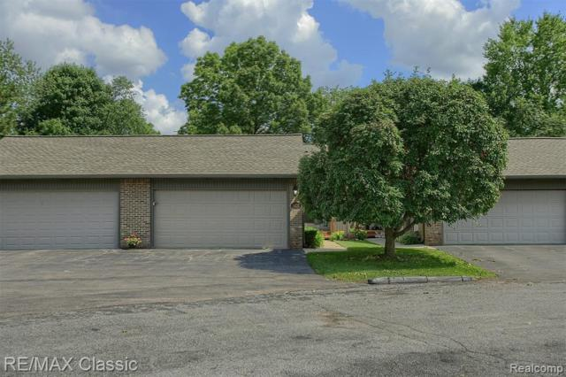 14116 Meadow Hill Lane #22, Plymouth Twp, MI 48170 (#219070710) :: The Alex Nugent Team | Real Estate One