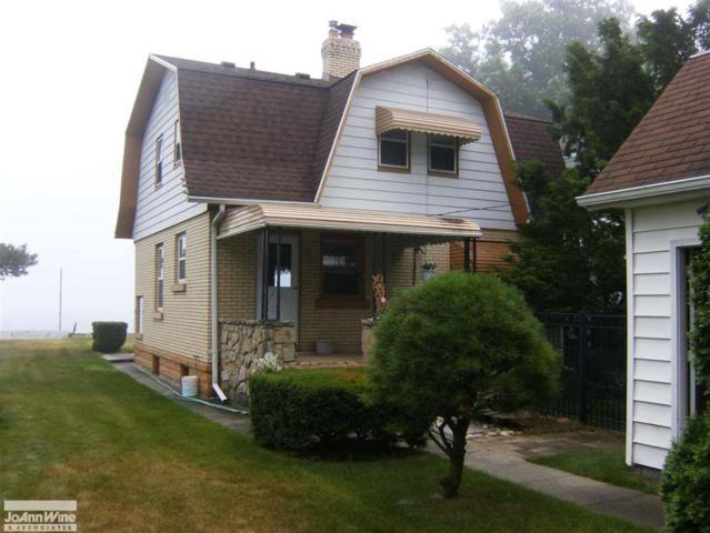 5298 Lakeshore, Fort Gratiot, MI 48059 (#58031387776) :: Duneske Real Estate Advisors