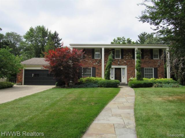8547 Hendrie Boulevard, Huntington Woods, MI 48070 (MLS #219072123) :: The Toth Team