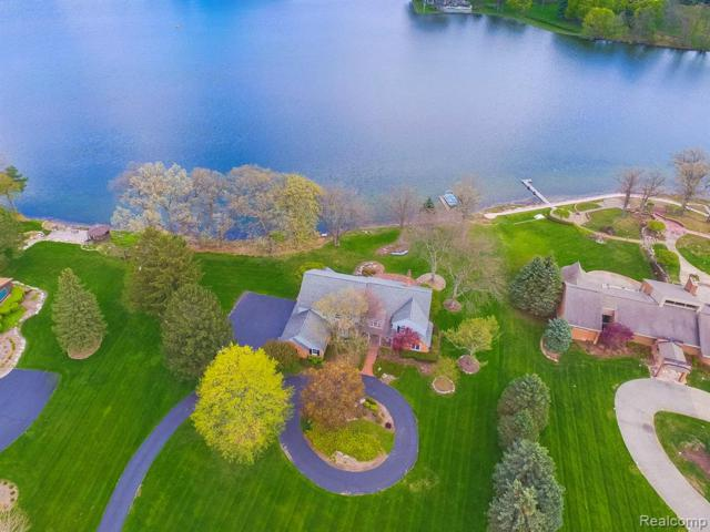 729 Hawksmoore Drive, Independence Twp, MI 48348 (#219072139) :: The Alex Nugent Team   Real Estate One