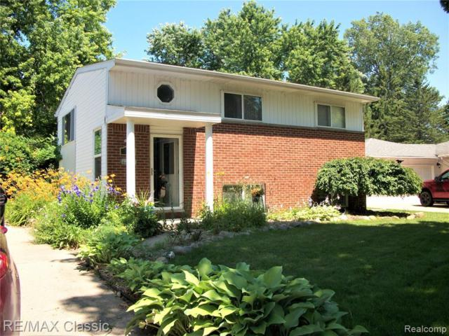 718 Panorama Dr, Milford Vlg, MI 48381 (#219072422) :: RE/MAX Classic