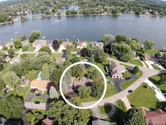 4800 Triwood Drive, Commerce Twp, MI 48382 (#219075154) :: The Mulvihill Group