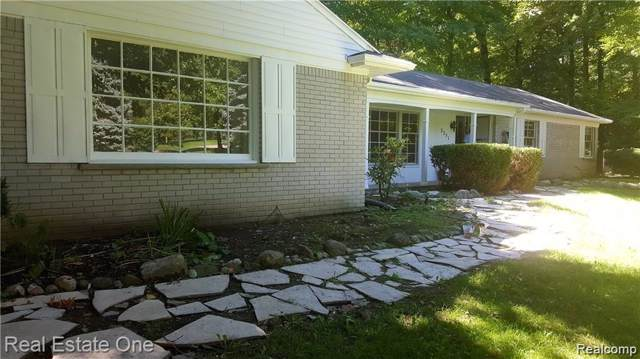 2251 Dalesford Drive, Troy, MI 48098 (#219076322) :: The Mulvihill Group