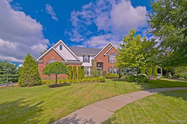 5370 Plantation Drive, Commerce Twp, MI 48382 (#219076628) :: Alan Brown Group