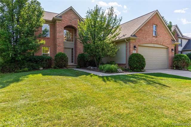 2553 Trillium Hills Drive, Commerce Twp, MI 48382 (#219079025) :: The Buckley Jolley Real Estate Team