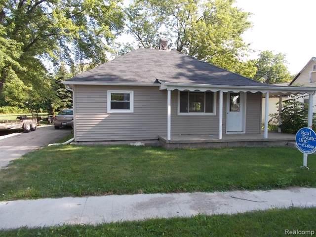 162 W Gamble Street, Caro, MI 48723 (#219079463) :: The Buckley Jolley Real Estate Team