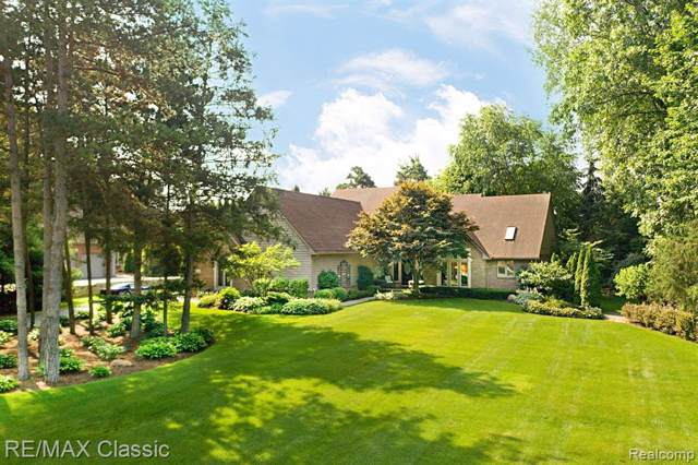 2348 Whispering Pines Drive, Hamburg Twp, MI 48169 (#219082025) :: The Buckley Jolley Real Estate Team
