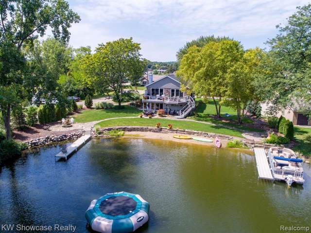 3570 Raftwood Drive, Commerce Twp, MI 48382 (#219082241) :: Alan Brown Group
