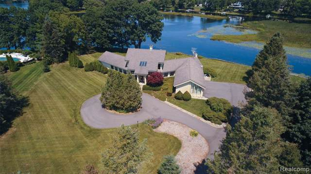 4180 Newcastle Drive, Orion Twp, MI 48348 (#219082685) :: The Buckley Jolley Real Estate Team