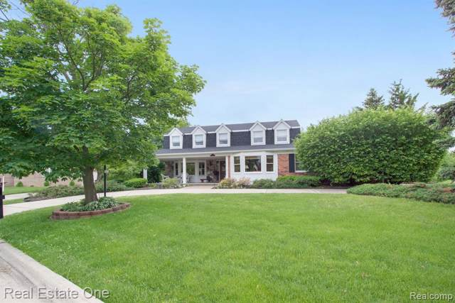 18551 Country Club Court, Riverview, MI 48193 (#219082742) :: The Mulvihill Group