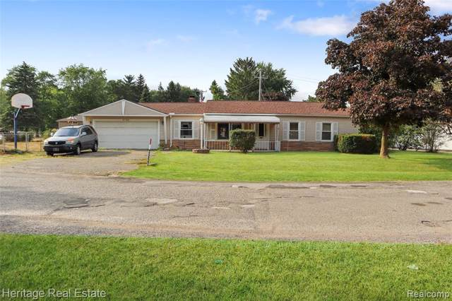3945 Queensbury Road, Orion Twp, MI 48359 (#219083165) :: RE/MAX Classic