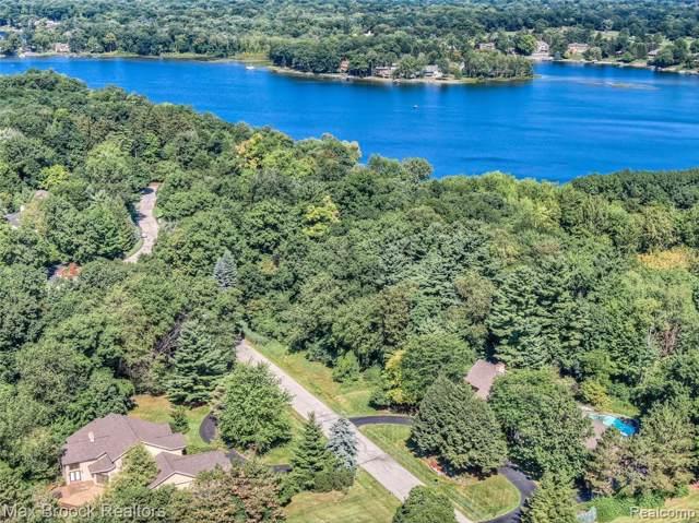 4419 Cranbrook Trail, Orchard Lake Village, MI 48323 (#219083319) :: The Mulvihill Group