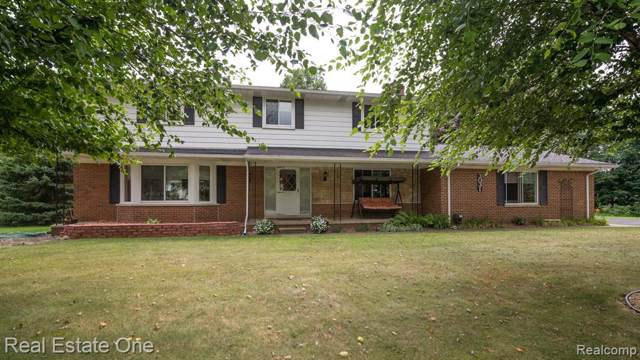 3031 W Maple Rd Road, Wixom, MI 48393 (#219083376) :: The Alex Nugent Team | Real Estate One