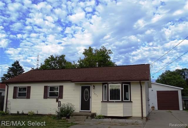 2077 Sandalwood Drive, Burton, MI 48519 (#219083481) :: RE/MAX Classic