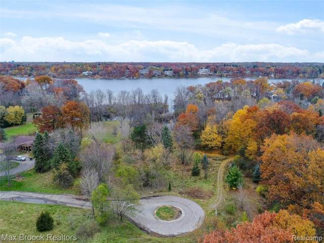 5345 Elmgate Bay Drive, Orchard Lake Village, MI 48324 (#219083726) :: The Buckley Jolley Real Estate Team
