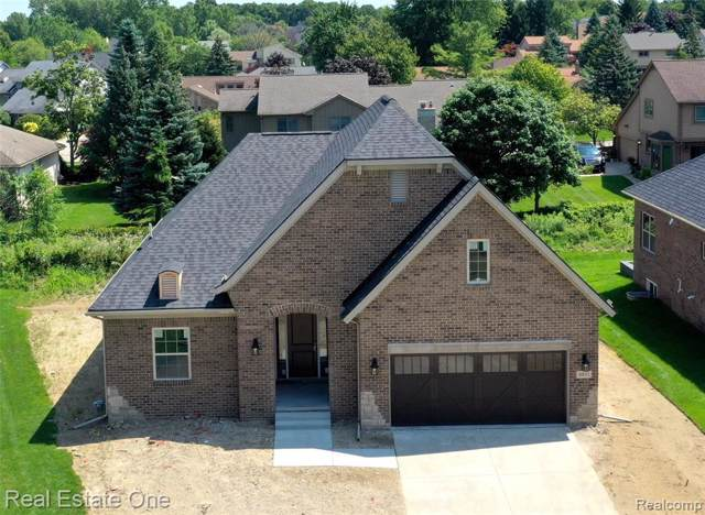 6831 Heirloom Circle, West Bloomfield Twp, MI 48322 (#219084898) :: The Alex Nugent Team | Real Estate One