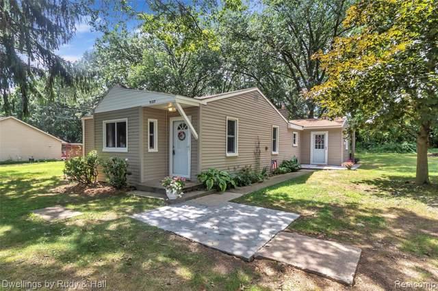 5187 Lake Grove Drive, White Lake Twp, MI 48383 (#219084968) :: The Buckley Jolley Real Estate Team