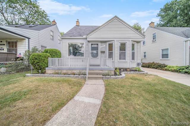2407 E Lincoln Avenue, Royal Oak, MI 48067 (#219085254) :: The Mulvihill Group