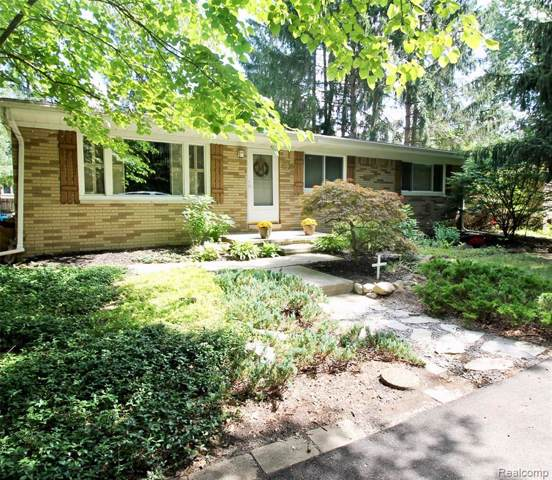 4235 Newton Rd, Commerce Twp, MI 48390 (#219085579) :: The Buckley Jolley Real Estate Team