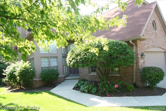5317 Royal Vale Ln #5, Dearborn, MI 48126 (#219085643) :: The Buckley Jolley Real Estate Team